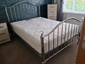 Kingsize bed & Silentnight mattress