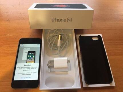 Iphone SE: Unlocked - Like New Condition