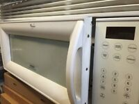 Microwave oven with fan extractor