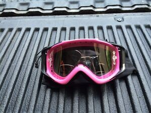 GOGGLES IN EXCELLENT CONDITION