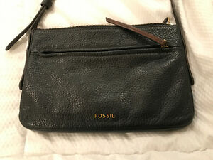 Black fossil cross body purse