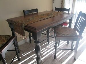 Solid wood dining table Campbell River Comox Valley Area image 1