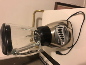 * BLENDER FOR SALE ! FAIRLY NEW OSTER 12-Speed