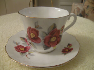 DAINTY OLD VINTAGE FINE BONE CHINA ELIZABETHAN CUP and SAUCER