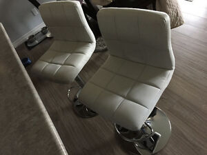 Swivel bar seats