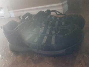 Mens size 8 Safety Shoes Barely used