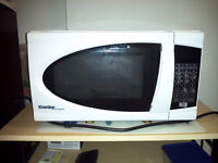 Danby Microwave Oven like new  / micro-ondes comme neuf