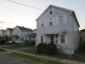 2-BR Upper available immediately - 56 Sixth Street, Welland