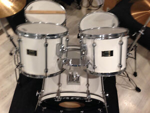 Mapex drum set with cymbals- Great set
