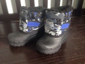 Winter boots-toddler boy size 3