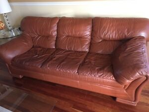 2 ITALIAN LEATHER COUCHES West Island Greater Montréal image 2