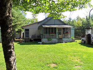 Year round home nestled in the woods - 210 Green Rd, Elgin