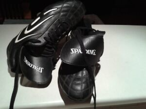 MEN'S SOCCER NEW BOOTS/KNEE PADS KIDS AND BOOTS