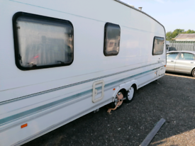 Swift conqueror 640 sal 5 berth + full awning motor mover and AC