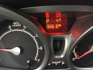 2011 Ford Fiesta SE hatchback 4 cyl one owner great on fuel London Ontario image 12