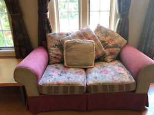Outrageous Deal: Adorable Floral/Rustic Set of 3 Couches+Ottoman