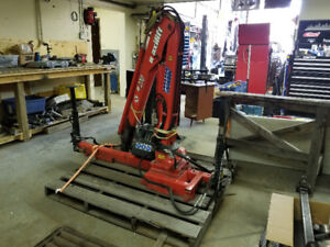 Maxilift Picker Crane with gas and 12v hydraulic power packs