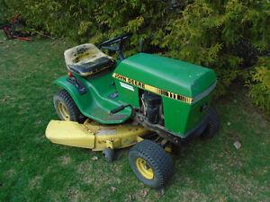 Tracteur JOHN DEER model 111 moteur KAWASAKI 11 HP 38`` de coupe