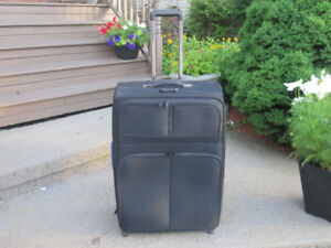 Large Suitcase/Luggage (Static) with Retractable Handle, Wheels