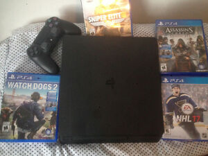 PlayStation 4 Slim [Games Included]