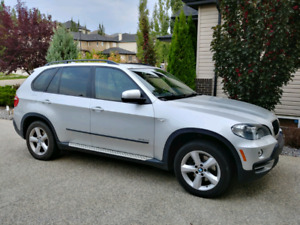 BMW  X5 3.0. 7 passenger, rear DVD, sport