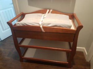 Change Table with drawer - Stork Craft - Oak