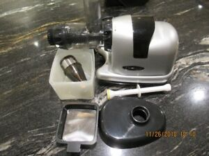 Omega Cold Press Juicer - Excellent Condition
