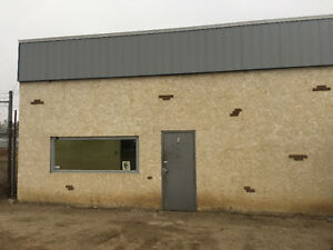 25x50 Shop Bay for rent in Redcliff