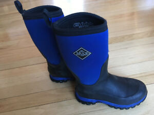 Kids size 2 Winter muck boots.