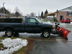 2003 GMC 2500 HD Long Box 4x4 w/ 8ft Western & Air Flow Salter