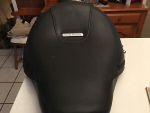 BRAND NEW 2010 HARLEY FATBOY SEAT FOR TRADE