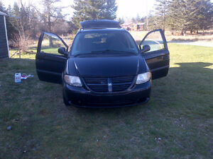 New price-2005 Dodge Caravan Minivan $1400