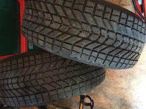 2 pneus d'Hiver 225/50R17