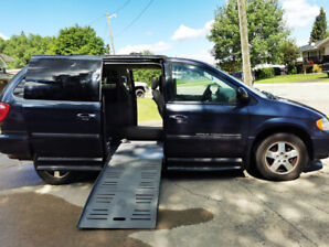2007 Dodge Wheelchair accessible van very clean with low mileage