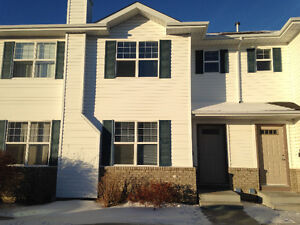 2 Bedroom Townhouse Condo for Rent in Lakewood July 1/17