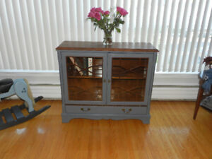 Display / Bookcase in Solid Oak