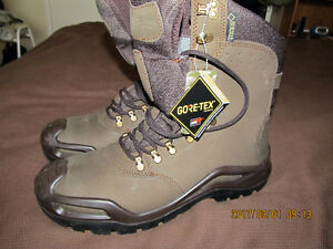 Men Military boots, leather 13 size, NEW