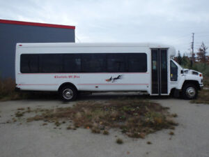 2006 GMC 35 Passenger bus