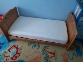 O BABY Cotbed/toddler bed