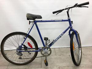 TRES GRAND Vélo  Hybride CCM AVANTAGE, cadre de 22''