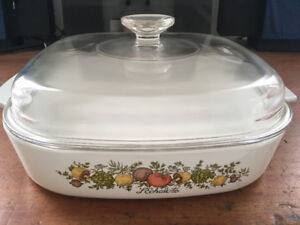 """Corning Ware, A-10-B, 2.5 litres, """"spice of life"""" vintage"""