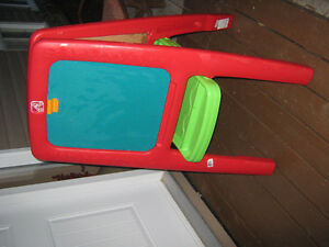 Little tikes Easle -Chalk board and magnetic sides