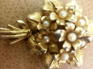 Gold and Pearl women's brooch
