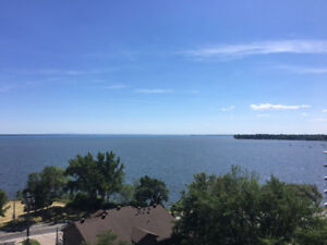 Lake view 2-bedroom apartment in Pointe-Claire