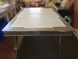 Retro formica top and chrome kitchen table Windsor Region Ontario image 5