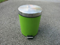 Green Metal Step-on Garbage Can for Bathroom or Bedroom