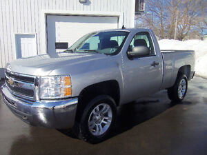 2011 CHEVROLET SILVERADO 1500 REG CAB SHORTBOX 4X4 !! V6 ENGINE