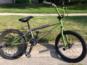 BMX Bike (kept in great condition, four pegs included)