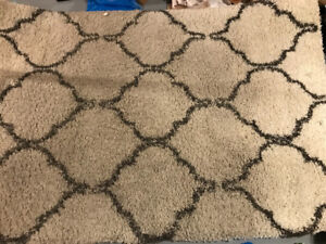 Decorative patterned rug good condition