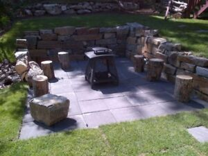 Stackable retaining wall rock